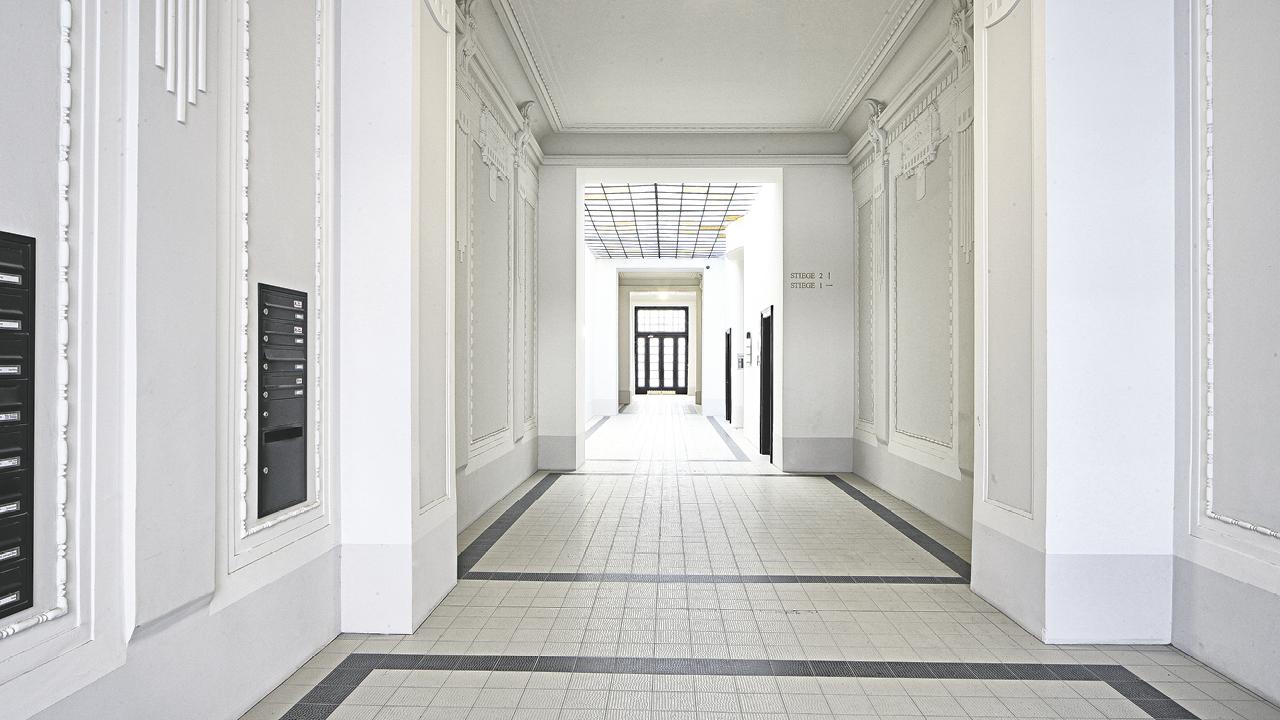 LIV, Blick in die Eingangshalle eines Jugendstilhaus